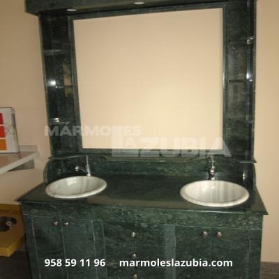 Mueble completo en mármol Verde Indio lavabos en blanco Macael