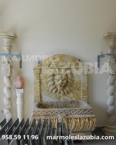 Columnas de mármol de distintos tamaños, diámetros con base y capitel