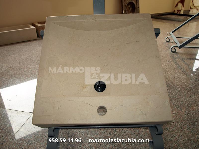 Lavabo macizo de mármol crema Marfil envejecido recto con rebaje en curva, terminado en todo el exterior para colocar sobre encimera