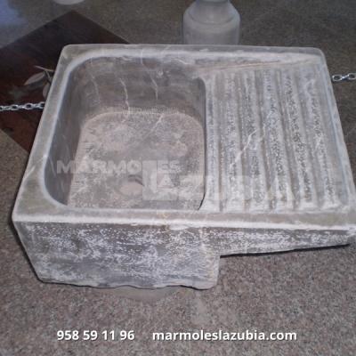 Pileta de lavar macizo de mármol Sierra Elvira envejecido rústica.